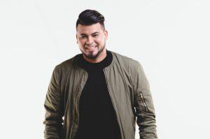 "Cantante cristiano Pedro Gómez presenta tema ""Queremos tu gloria"""
