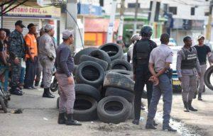 SANTIAGO: Encapuchados enfrentan a la Policía en el barrio Cienfuegos