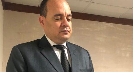 """CARD acusa a policías de """"asfixiar"""" al abogado Argenis Martínez"""