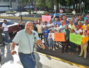 Residentes de Cienfuegos piden arreglo calles ante Gobernación