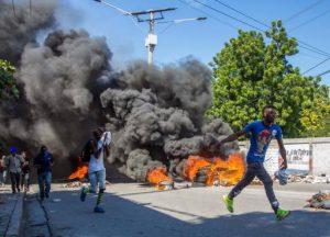 Critican violencia durante protestas de policías en Haití