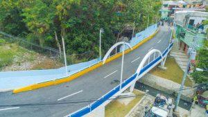 Alcalde David Collado inaugura puente vehicular en el Caliche de Los Ríos