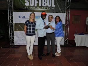 Hoteleros de La Romana celebran primer torneo de softbol
