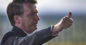 """Bolsonaro insiste en que """"Brasil no puede parar""""; visita mercado público"""