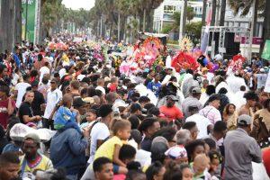 Con gran éxito celebran Gran desfile de Carnaval de RD en malecón de SD