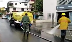 Desinfectan zonas concurridas de Santo Domingo contra coronavirus