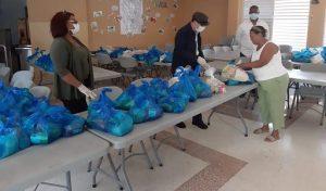 Educación inicia entrega alimentos crudos a padres de los estudiantes