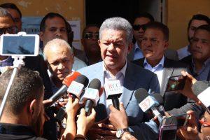 Fernández critica anunciaran antes de comicios medidas coronavirus
