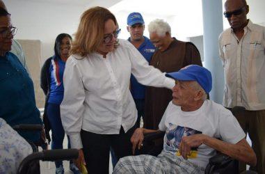 NAGUA: Plan Social de la Presidencia cumple sueño asilo de ancianos