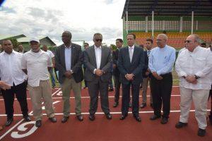 MONTE PLATA: Ministro Educación entrega moderna pista atletismo