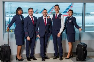 Estrenan nuevo uniforme50 mil empleados de American Airlines