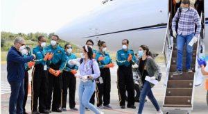Gonzalo Castillo recibe a los 125 estudiantes retornaron de Cuba