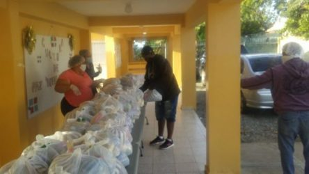 Continuan entrega de alimentos a estudiantes del sistema público