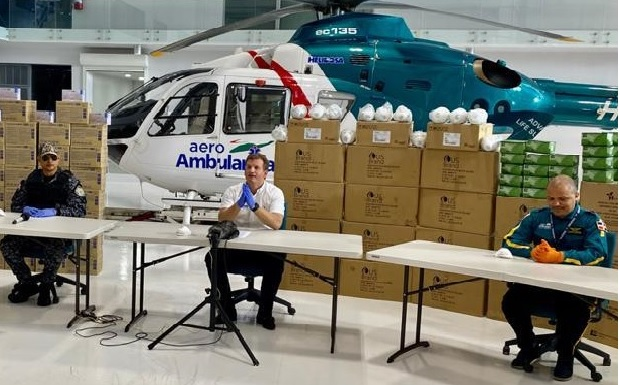 Gonzalo dona a PN miles guantes y mascarillas, 80 trajes bioseguridad