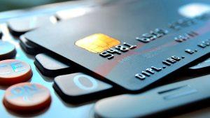 Bancos flexibilizarán sus cobros por consumo a través de tarjetas crédito