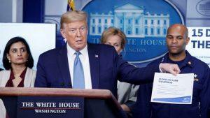 """Trump cree crisis por coronavirus en EE.UU. puede durar hasta """"agosto"""""""