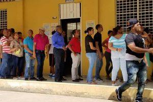 Dominicanos votan con normalidad pero con temor al coronavirus