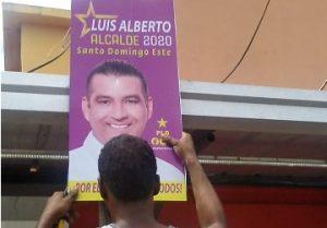 Luis Alberto dispone retiro de 40 mil afiches y vallas en SDE