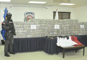 DNCD y Armada RD decomisan 700 paquetes cocaína y arrestan a once