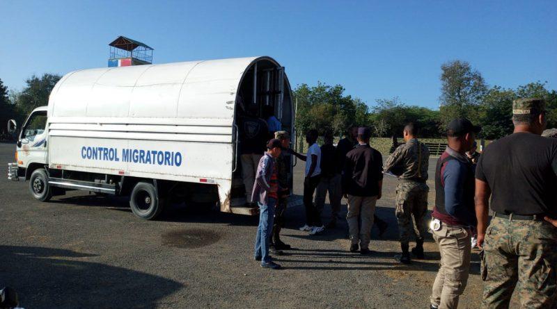 Migración detiene dos mil 59 haitianos y deporta a mil 703