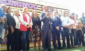 Domingo Contreras felicita a Carolina Mejía por su triunfo como alcaldesa