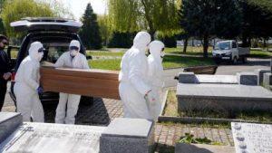 España: 812 muertes por Covid; total víctimas fatales supera los 7.300