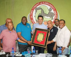 Comunitarios reconocen al alcalde David Collado por su modelo de gestión