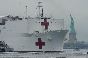 Llega a Nueva York el buque hospital USNS Comfort para atender enfermos