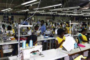 Fábricas de Haití reabren para confección de insumos médicos