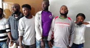 MONTECRISTI: Atrapan seis haitianos con 20 gallos de pelea robados