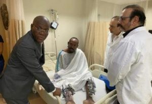 Primer ministro de Haití visita en hospital policías heridos en protesta