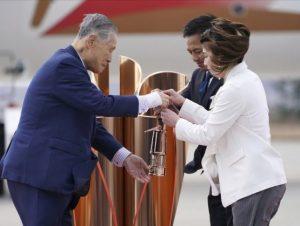Llega llama olímpica a Japón; crecen dudas sobre Tokio 2020
