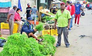 Venduteros del mercado Hospedaje Yaque desafían disposiciones cabildo