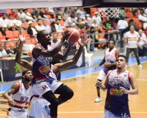 Pueblo Nuevo vence al Plaza y se acerca a final basquet Santiago