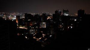 VENEZUELA: Millares de personas sufren apagones en 8 municipios
