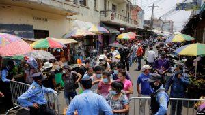 Miles detenidos en Centroamérica por violar toques de queda