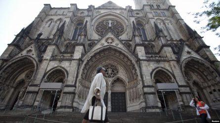 Sombría situación en EEU, catedral de NY se convierte en hospital