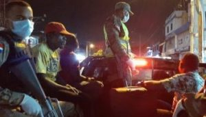 Más de 1,500 nuevas detenciones por violar toque queda, suben a 21,065