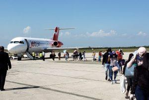 Retornan 49 dominicanos que estaban varados en Aruba y Curazao