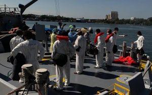 La Armada recibe a 35 personas que trataron llegar a Puerto Rico en yola