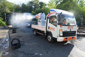 MOPC desinfecta decenas sectores y avenidas en pueblos y ciudades