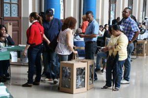 79 candidatos compiten por los 7 cargos a diputados de ultramar