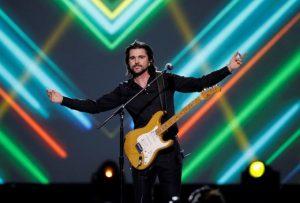 Juanes representa a la música latina en homenaje a Prince por la CBS