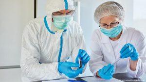 UE organiza conferencia de donantes para vacuna universal contra COVID-19
