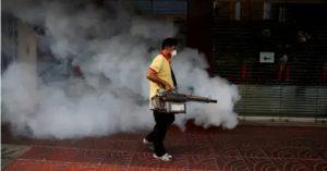 """OMS advierte es """"peligroso y poco eficaz"""" rociar calles contra COVID-19"""