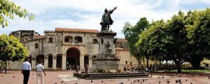 Presentan iniciativas para reactivar el turismo en zona colonial de SD