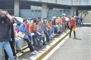 SANTIAGO: Tras reapertura hay  movimiento en oficinas y tiendas