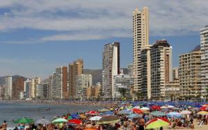España espera pactar llegada de turistas con cuatro países