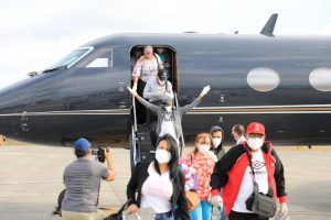 Gonzalo facilita el regreso 15 criollos que estaban varados en Venezuela