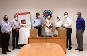 Adozona dona 40 mil mascarillas a instituciones de Santiago